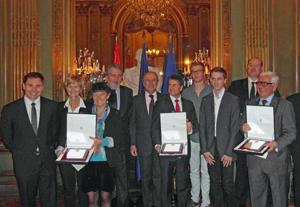 Los galardonados junto al ministro, cuarto por la izquierda.