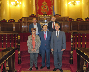 Atrás, el senador Dionisio García Carnero y Ángel Capellán. Delante María Teresa Michelón, Juan José Lucas y Eduardo Dizy.