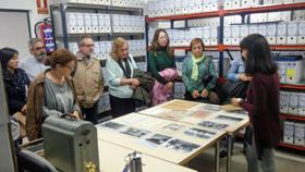 Los asistentes al seminario visitaron el Centro de Documentación de la Emigración de la Fundación 1º de Mayo.