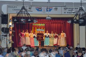 La concurrencia disfrutó de la actuación del conjunto de danzas de la institución.