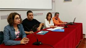 Mario Alonso y Eva Mª Foncubierta, en el medio, en la charla en Pontevedra.