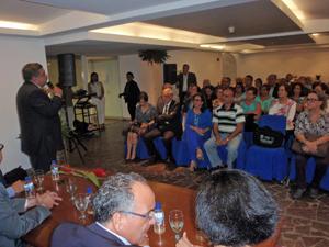 Pedro Rodríguez Zaragoza se dirige a los directivos de las entidades canarias en Venezuela durante el encuentro celebrado en la Delegación del Gobierno canario en Caracas.