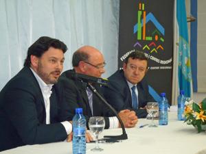 Un momento de la conferencia pronunciada por el secretario xeral da Emigración, Antonio Rodríguez Miranda.