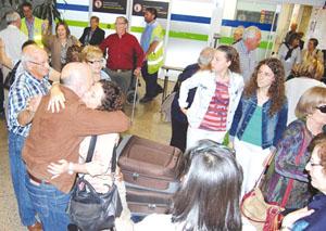 Residentes en el exterior a su llegada a Galicia como beneficiarios de un programa de la Secretaría da Emigración.