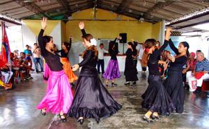 Una de las actuaciones de la Escuela de Danzas.
