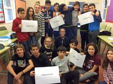 Los jóvenes con el hashtag #homesconsaia.