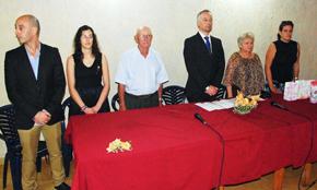 Juan Constenla, con corbata, a su derecha Servando Oubel y a su izquierda Gódula Rodríguez.
