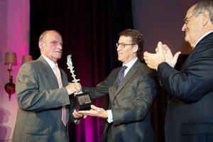 El presidente de la Xunta, Alberto Núñez Feijóo, en la entrega del X Premio Familia Empresaria a la familia Froiz-Prieto.