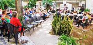 La actividad de la Colonia Zamorana se celebró en los jardines de la Casa de la Poesía.