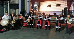 El conjunto de gaitas 'Duás Beiras' deleitó al público con su actuación.