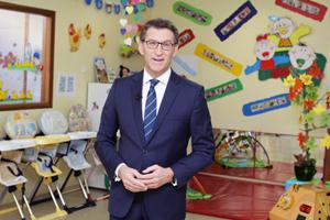 El presidente de la Xunta, Alberto Núñez Feijóo, grabó su mensaje en la escuela infantil Elviña (A Coruña).