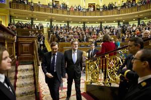 El presidente del Gobierno de España en funciones, Mariano Rajoy, abandona el Congreso de los Diputados, tras su sesión constitutiva el pasado 13 de enero.