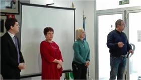 Jutta Thinesse, segunda por la izquierda, con directivos de AGEyR.