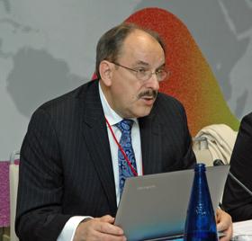 Ángel Capellán en el último pleno del CGCEE celebrado en octubre de 2015.
