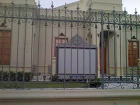 Fachada del teatro de la Asociación Hispano Argentina de Santa Rosa.