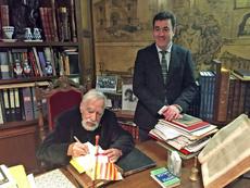 Basilio Losada y el conselleiro Román Rodríguez en el Centro Galego de Barcelona.