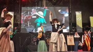 Actuación del grupo 'Ça Nostra' en el Encuentro de Colectividades.