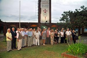 Presidentes y directivos de las instituciones gallegas junto a Miranda en el Centro Gallego de Montevideo.
