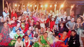 Bailarinas y profesoras al final del espectáculo.
