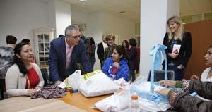 El consejero de Políticas Sociales y Familia, Carlos Izquierdo, durante su visita al CEPI de Arganzuela.