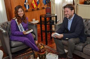 Con el presidente del Cabildo de Tenerife, Carlos Alonso.