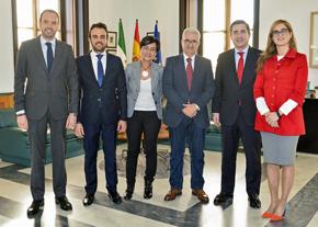 Jiménez Barrios con los representantes de TEAM.