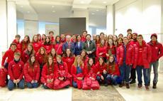 El secretario da Emigración con los jóvenes del Estado Español de Las Condes de Santiago de Chile.