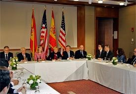 De la Vega, en el centro con los empresarios españoles.