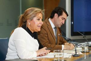 La vicepresidenta Rosa Valdeón explicó los acuerdos del Consejo de Gobierno, entre los que estaba esta ayuda para emigrantes.