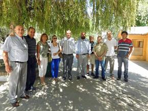 El cónsul Carlos Tercero Castro (quinto por la derecha) con la directiva de la Asociación Española de General Roca.