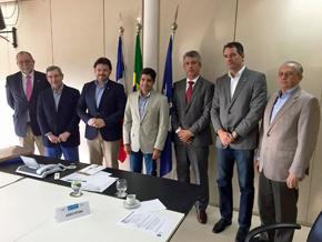 Rodríguez Miranda, tercero por la izquierda, y a su izquierda el alcalde Salvador de Bahía, Antonio Carlos Peixoto de Magalhães Neto.