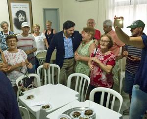 Visita de Miranda al Centro de Convivencia Rosalía de Castro.