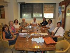 Manuel Cuesta (centro) y a su izquierda Leandro Pavón en la reunión con la directiva.