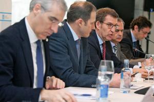 Alberto Núñez Feijóo (centro) y Francisco Conde (1º por izq.) en el II Foro de Internacionalización de la Economía gallega.