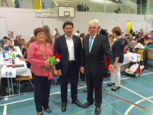 Miranda, centro, y el presidente de 'As Xeitosiñas', José Gil, a la derecha.
