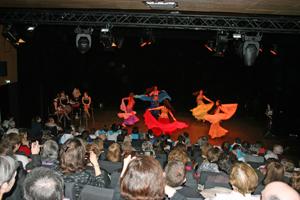 Actuación del grupo de danza oriental.