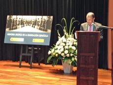 El consejero Juan Santana presentó en Cali la exposición 'Memoria Gráfica de la Emigración Española'.