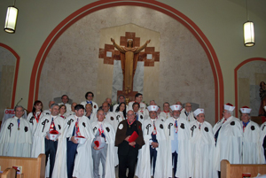 Los caballeros de la Orden de Santiago en la Iglesia de San Pedro y San Pablo de Miami.