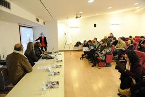 La secretaria xeral de Emprego, Covadonga Toca (al fondo), en el Encuentro Internacional de Vimianzo.