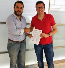 Santos Gastón Juan, presidente de Ajdera, y Álvaro Baruque García, del Grupo Academia Postal.