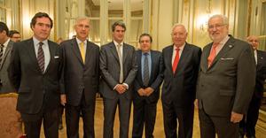 Antonio Garamendi, Guillermo Ambrogi, Alfonso Prat Gay, Ramón Puerta, embajador de Argentina en España, José Manuel García-Margallo y Estanislao de Grandes Pascual, embajador de España en Argentina.