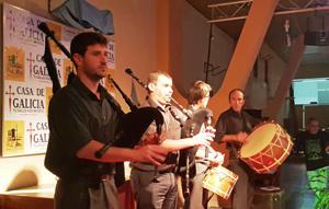 La Banda de Gaitas de Casa de Galicia también actuó en el acto.