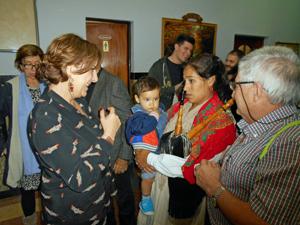 Begoña Serrano, izquierda, recibió el cariño de asturianos de todas las edades.