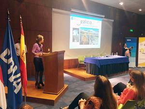 La directora de Turismo, Nava Castro, en una de las presentaciones sobre el Camino.