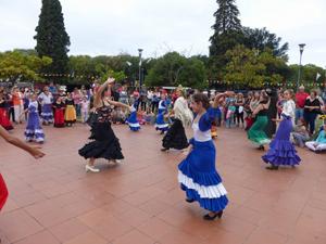Actuación de la Academia Folclórica 'El Caldén'.