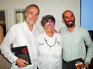El embajador Juan Francisco Montalbán, Charo Val y Ángel Aguilera.