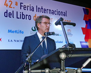 El presidente de la Xunta durante su intervención en la inauguración de la Feria del Libro de Buenos Aires.