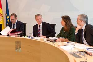 El vicepresidente Alfonso Rueda -con el conselleiro Valeriano Martínez a su derecha-, presidió la reunión del Gobierno gallego por el viaje de Feijóo a Argentina y Uruguay.