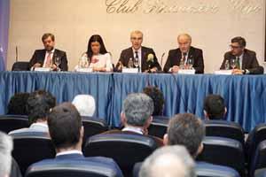 El conselleiro de Economía, Emprego e Industria, Francisco Conde, en la jornada de negocios organizada por la Asociación de Empresarios de Mos (Aemos).