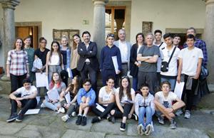Los representantes de la Xunta con los alumnos y profesores del Instituto Españoles Vicente Cañada Blanch de Londres.